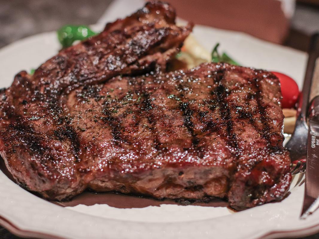 台北牛排推薦》驢子餐廳/華泰王子大飯店,近年來吃到最滿意的牛排/菜單價位