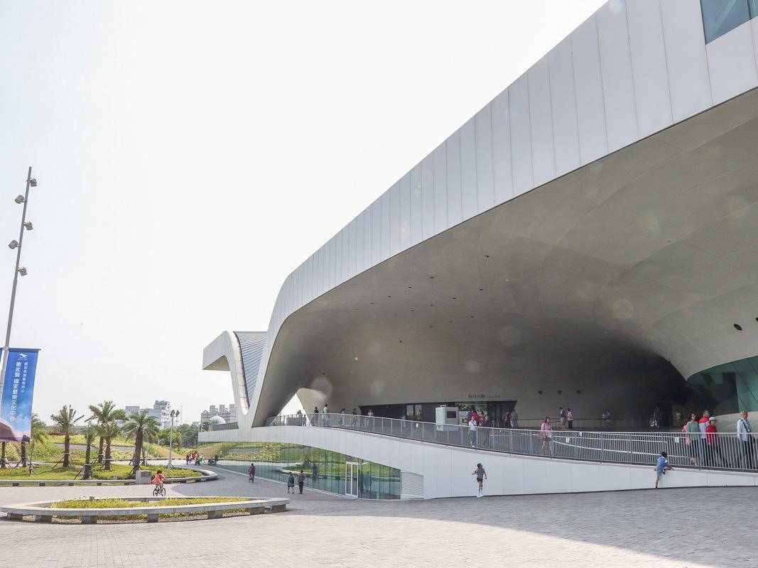 高雄衛武營國家藝術文化中心,一日遊景點推薦,風格店鋪搶先看/交通資訊