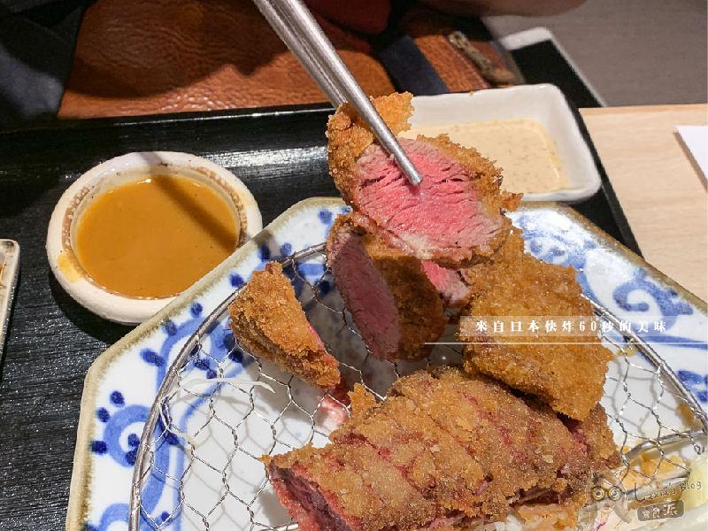 京都勝牛京站店》來自日本的人氣炸牛排,酥炸60秒三分熟度,白飯高利菜吃到飽/京站美食