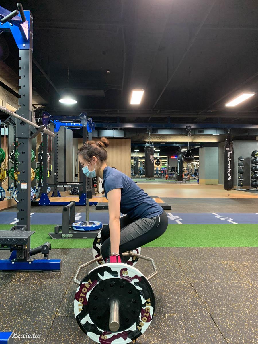 台北健身教練推薦,拍胸補保證不好用來找我~私人健身教練找奧塞利斯體能學院 Tim