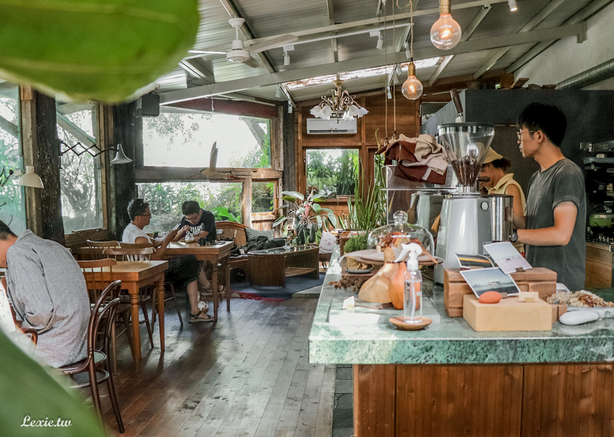 七星潭咖啡廳|龍宮 花蓮IG打卡咖啡廳,環境超美、價格很觀光客,適合休息看書躲太陽