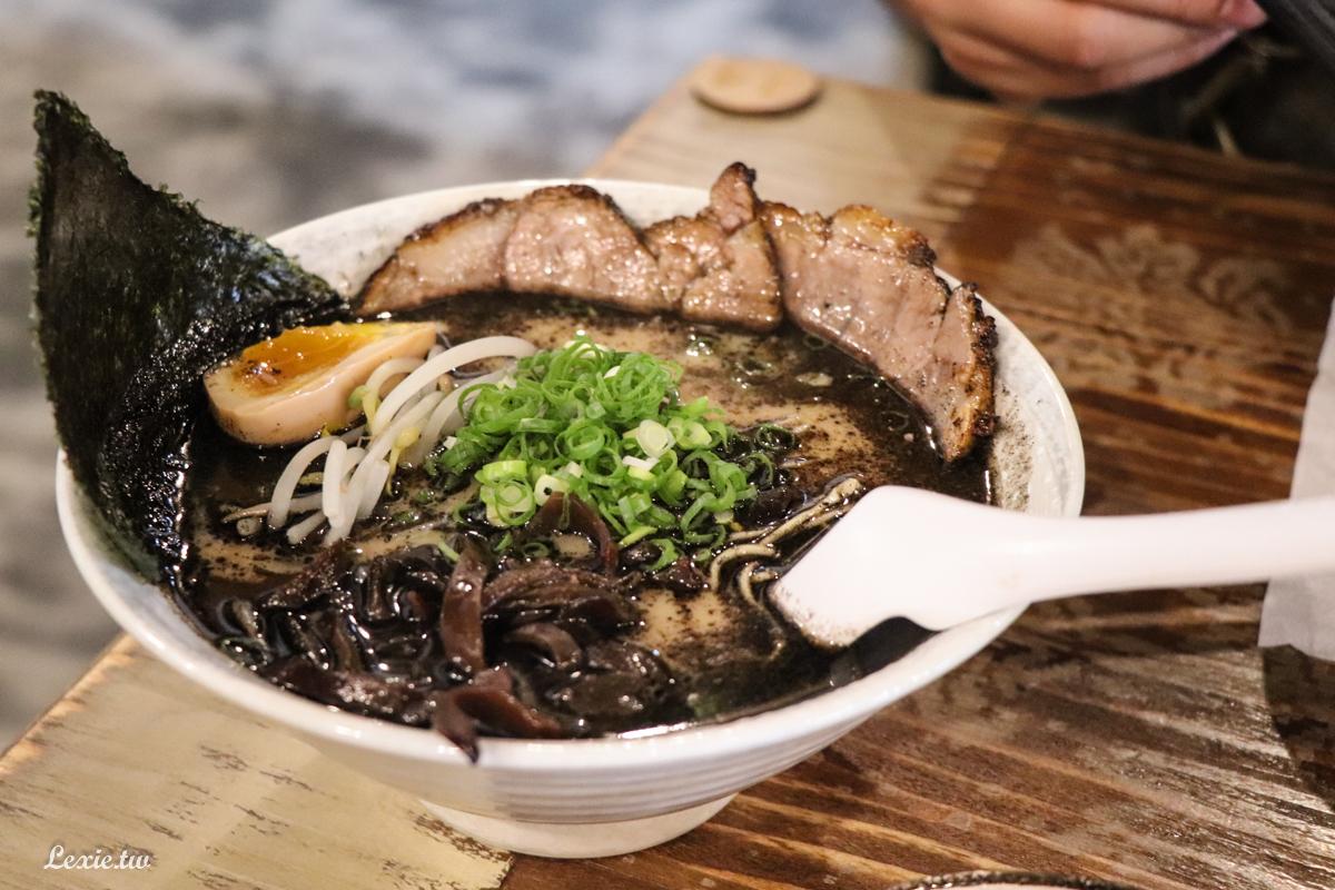 花蓮拉麵|黑潮拉麵·炸串,超人氣濃厚黑蒜拉麵,本體是叉燒飯阿!菜單價格
