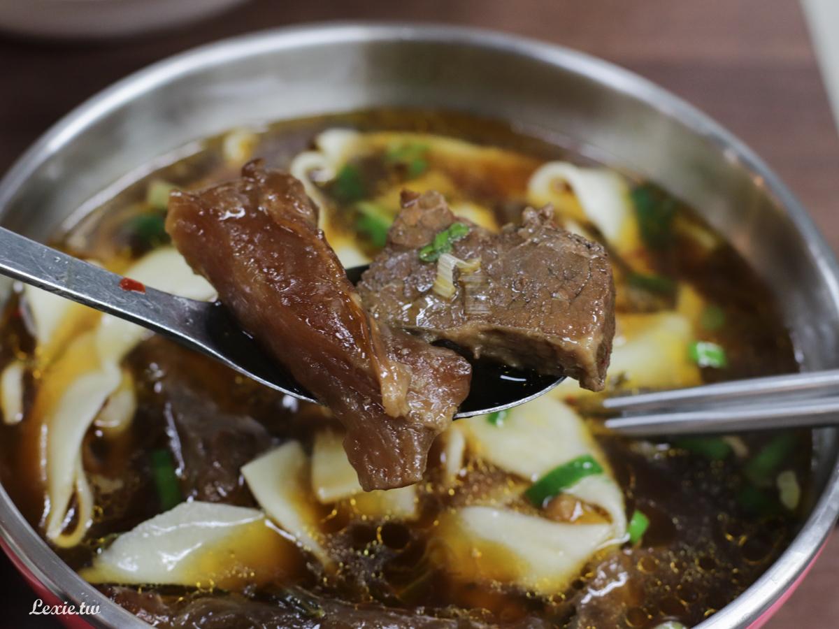 西門町必吃美食|老山東牛肉麵,70年傳統老味道麵Q料實在,水餃也好吃!米其林必比登推介