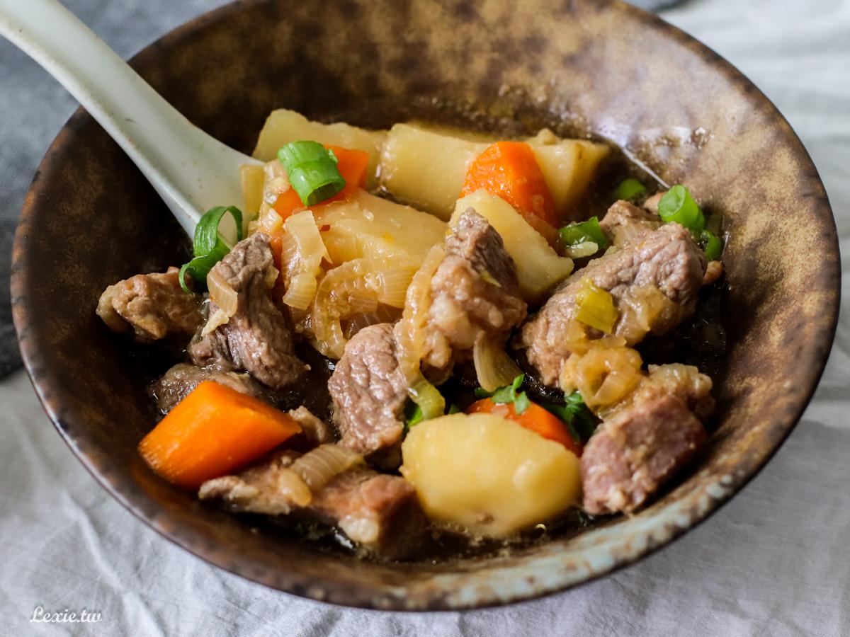 超簡單料理|一鍋到底馬鈴薯燉肉,超下飯又暖呼呼的簡易料理,鹹甜鹹甜好風味