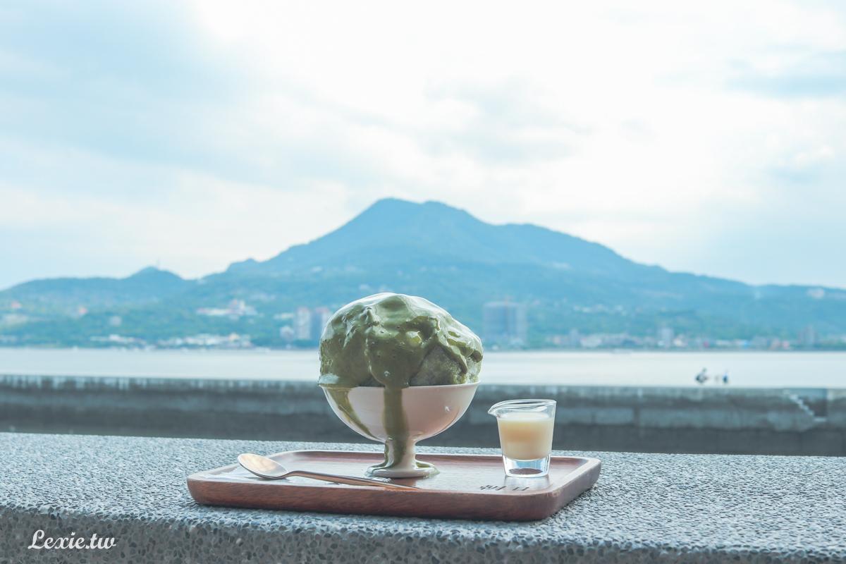 朝日夫婦|淡水日式刨冰店,吃冰配美景,但有一大塊冰塊是正常的嗎?