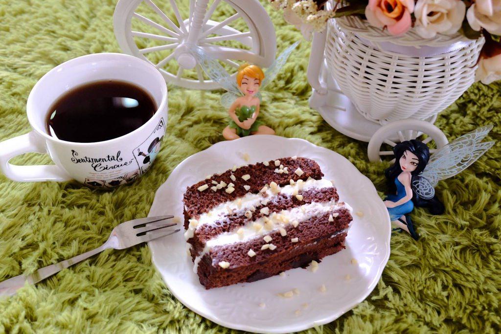 食譜【蛋糕】巧克力棉花奶油杏仁蛋糕 自己亂作亂組裝 蛋糕體超好吃