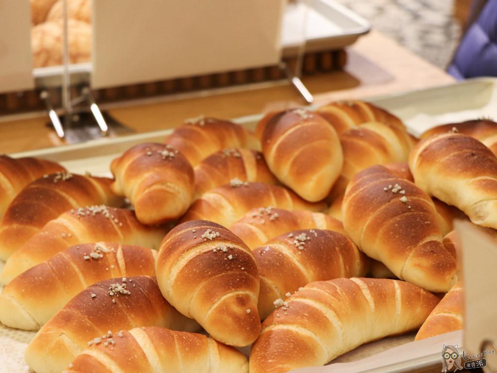 【麵包推薦】還在排隊的一禾堂海鹽奶油捲(鹽可頌),實在太好吃我願意排!