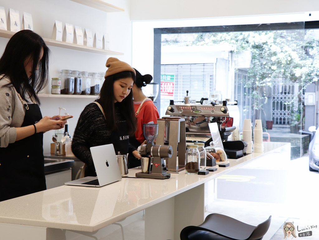 【大安咖啡】FOMO COFFEE,純白清新的外帶咖啡店/菜單價位