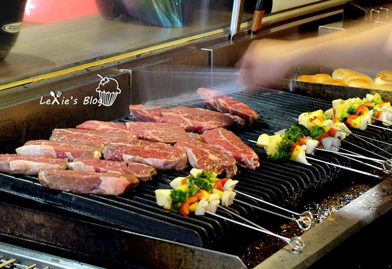 食記【台北】小惡魔炭燒牛排,中和的排隊平價牛排店