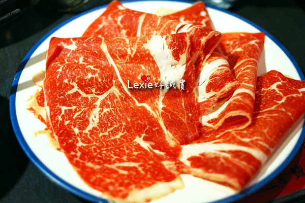 食記【台北】蒙古紅麻辣火鍋吃到飽,選擇超多白湯濃郁的蒙古火鍋