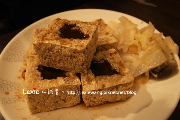 食記【台北】師大夜市禾記臭豆腐。夜市通通吃膩以後的好選擇(啥??)