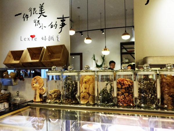 食記【台北】迪化街-鹹花生咖啡館+孔雀歐亞餐酒館